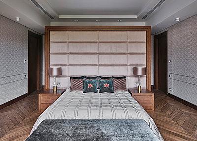 Bedroom de luxe - p390m2185890 by Frank Herfort