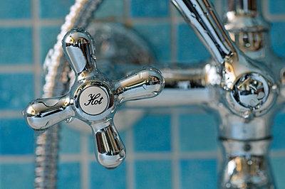 hot faucet - p8780010 by Riou