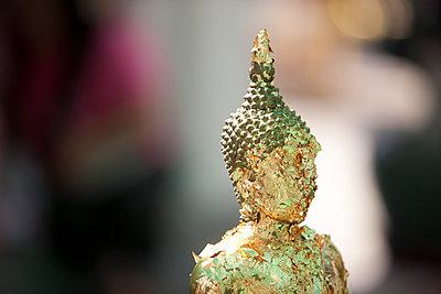 Buddhastatue - p7980175 von Florian Loebermann