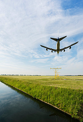 Airplane landing, Schiphol, North Holland, Netherlands, Europe - p924m1480443 by Mischa Keijser