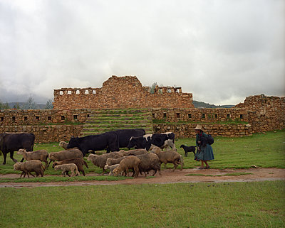 Wiracochapampa Archäologische Fundstätte - p945m1476407 von aurelia frey