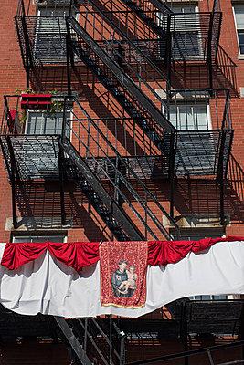 hl. Balkon - p954m1171315 von Heidi Mayer
