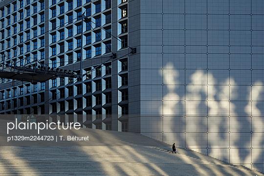 France, Paris, Lockdown at La Défense - p1329m2244723 by T. Béhuret