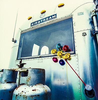 Caravan, exterior - p1082m2228232 by Daniel Allan
