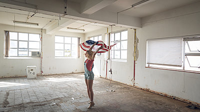 Young woman inside an empty warehouse - p1315m2130402 by Wavebreak