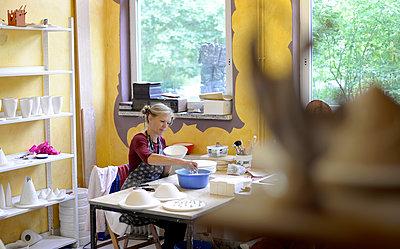 Woman working in porcelain workshop - p300m2004329 by Bernd Friedel