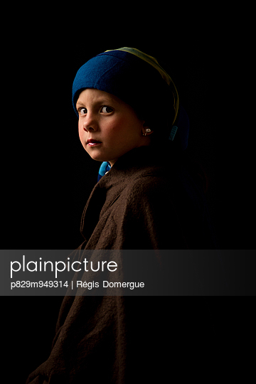 Girl with a Pearl Earring - p829m949314 by Régis Domergue