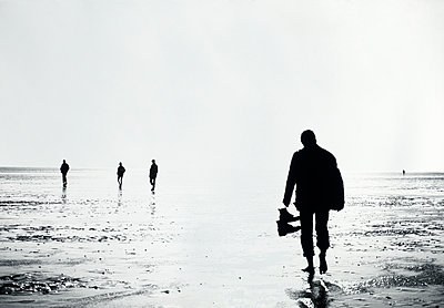 Walk across the mudflats on a sunny day  - p1207m1111686 by Michael Heissner