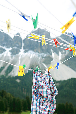 Wäscheleine in den Bergen - p4410375 von Maria Dorner