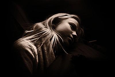 Girl day dreaming at twilight - p945m2177745 by aurelia frey