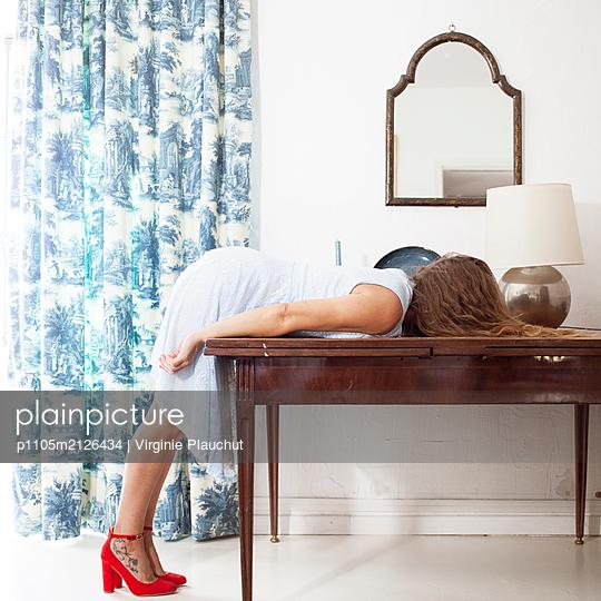 Falling over - p1105m2126434 by Virginie Plauchut