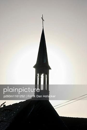 Glockenturm im Abendlicht - p260m1161252 von Frank Dan Hofacker