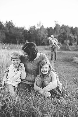 Familie im Park - p1361m1491730 von Suzanne Gipson