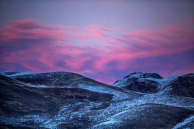 Mountain landscape at sunset in Bellevue, Idaho, USA - p1427m2109978 by Steve Smith