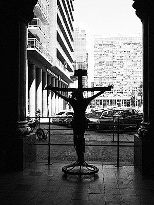 Montevideo, Kreuz - p930m2148397 by Ignatio Bravo