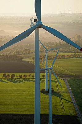 Windpark Wundersleben - p1079m881321 von Ulrich Mertens