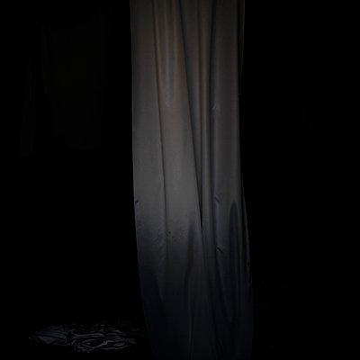 In the dark - p1105m2016062 by Virginie Plauchut