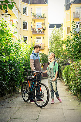 Paar auf Fahrrad - p1156m1071149 von miep