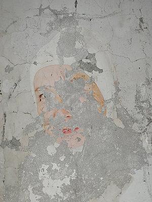Fresko einer alten Frau - p444m2047726 von Müggenburg