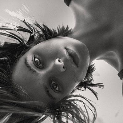 Face of Caucasian woman looking at camera - p555m1531617 by Vladimir Serov