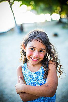 Girl on beach - p680m1511660 by Stella Mai