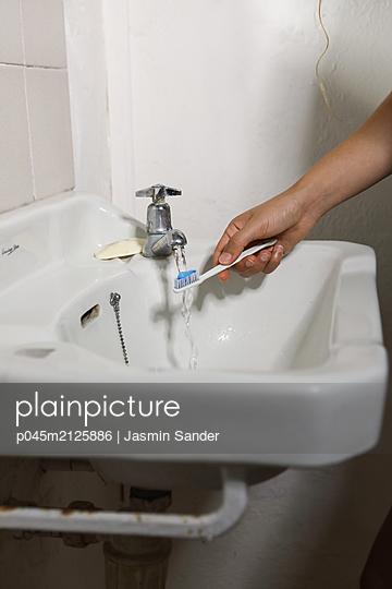 p045m2125886 by Jasmin Sander