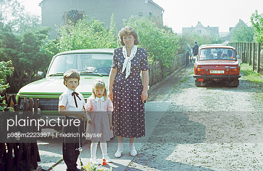 Germany, Sunday clothes in the GDR - p986m2223997 by Friedrich Kayser