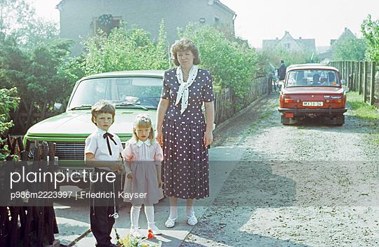 Deutschland, Sonntagskleidung in der DDR - p986m2223997 von Friedrich Kayser