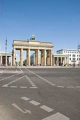 Germany, Berlin, Brandenburg Gate - p30020525f by John-Patrick Morarescu