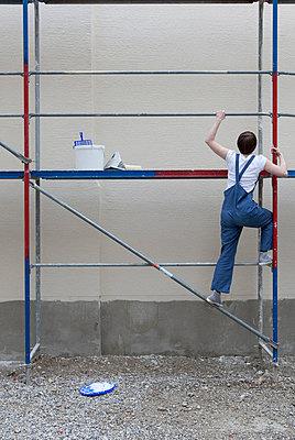 Woman climbing - p4540958 by Lubitz + Dorner