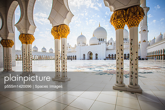 Ornate columns of Sheikh Zayed Grand Mosque, Abu Dhabi, United Arab Emirates - p555m1420096 by Spaces Images
