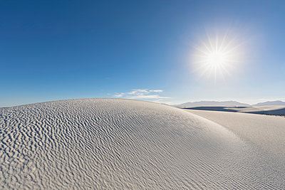 USA, New Mexico, Chihuahua Desert, White Sands National Monument, desert dune - p300m1417166 by Fotofeeling