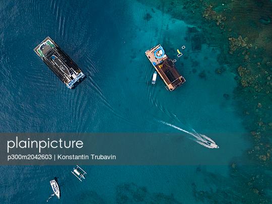 Indonesia, Bali, Aerial view of bathing platform - p300m2042603 von Konstantin Trubavin
