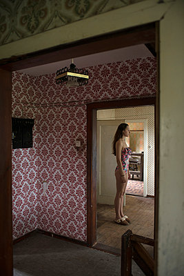 Woman in old house - p427m939821 by R. Mohr
