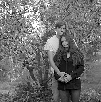 Young couple - p523m965961 by Lisa Kimmell