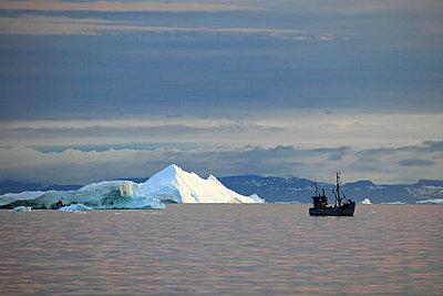 Fishing boat against icebergs, Arctic Ocean, Greenland - p1026m992024f by Romulic-Stojcic