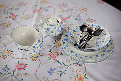 Coffee and cake - p1149m938374 by Yvonne Röder