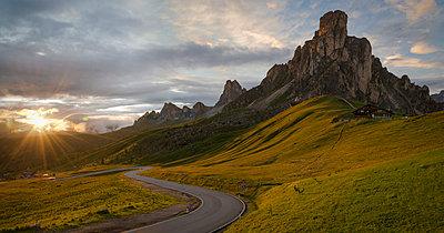 Italy, Veneto, Province of Belluno, Giau Pass, Monte Nuvolau at sunrise - p300m982137f by Markus Kapferer