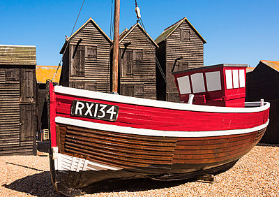A fishing boat and the net shops ( a weather-proof storage for the fishing gear), Hasting Old Town, Sussex, England - p651m2032898 by Nadia Isakova photography