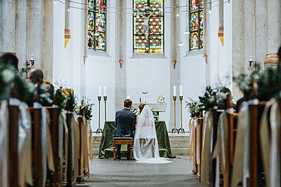 Wedding couple in the church - p680m2177538 by Stella Mai