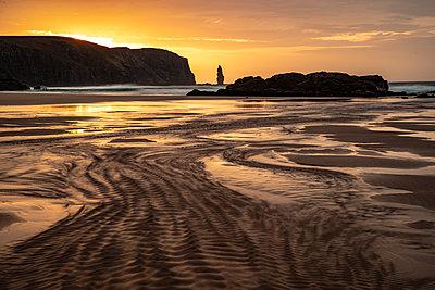 Am Buachaille sea stack at sunset, Sandwood Bay, Sutherland, Scotland, United Kingdom - p871m2113619 by Bill Ward