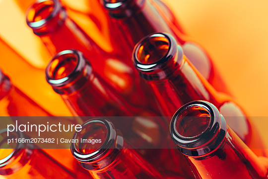 brown glass bottles for advertising still lifes - p1166m2073482 by Cavan Images