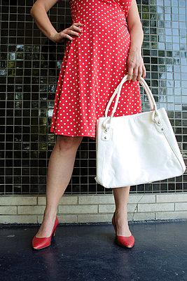Im Sommerkleid - p0451395 von Jasmin Sander