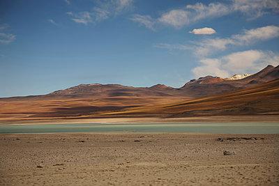 Laguna Verde in der Siloli-Wüste, Bolivien - p1038m1575385 von BlueHouseProject
