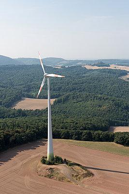 Windkraftanlage im Donnersbergkreis - p1079m1184940 von Ulrich Mertens