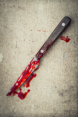 Knife covered with blood and human hair - p1302m1591683 by Richard Nixon
