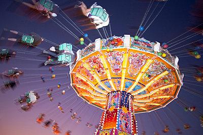 Illuminated fairground rides at night, Oktoberfest, Munich, Germany - p609m658951 by WRIGHT