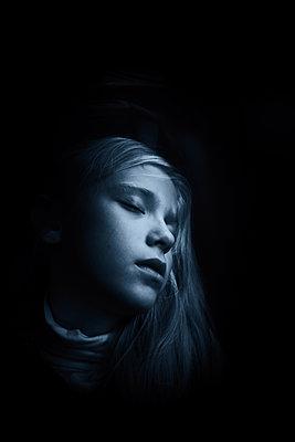 Snoozing girl - p945m2152905 by aurelia frey