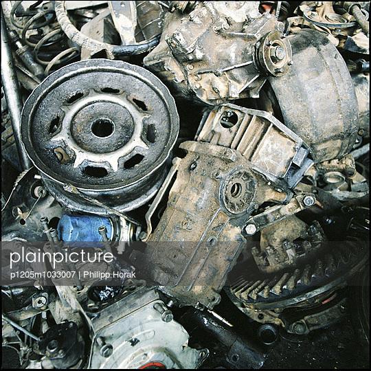Garbage truck - p1205m1033007 by Philipp Horak