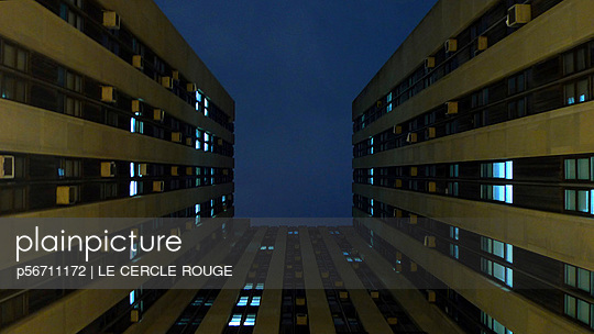 Narrow back court - p56711172 by Le Cercle Rouge